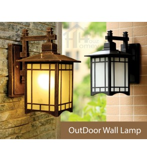 HH 1-Light Metal Outdoor Wall Light with Frosted Glass Rectangle Bracket